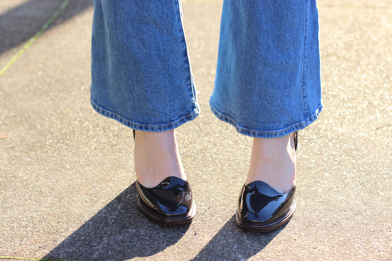 CHLOE-CHILL-AUSTRALIAN-BLOG-_-Wrangler-flared-jeans-and-Bottega-Veneta-patent-brown-heels-on-the-streets-of-sydney