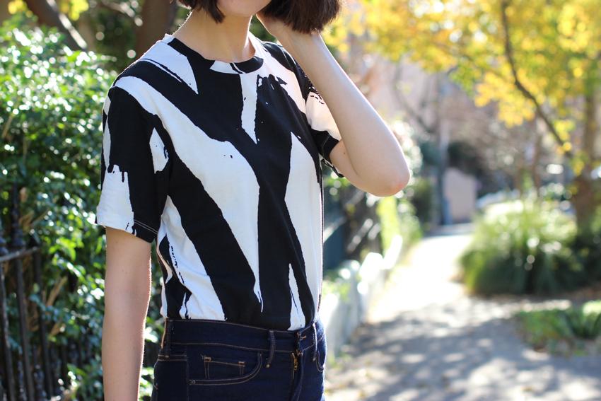 AUSTRALIAN-FASHION-BLOG-Chloe-Hill-Wearing-Cocurata-black-and-white-paint-print-tshirt-on-the-streets-of-sydney