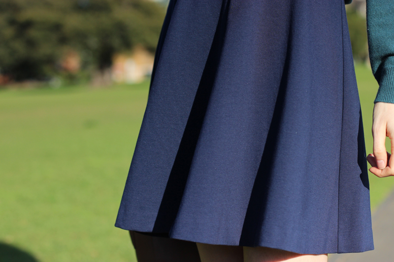 By-Chloe-Chill-sydney-style-blog-feat-navy-flippy-mini-skirt