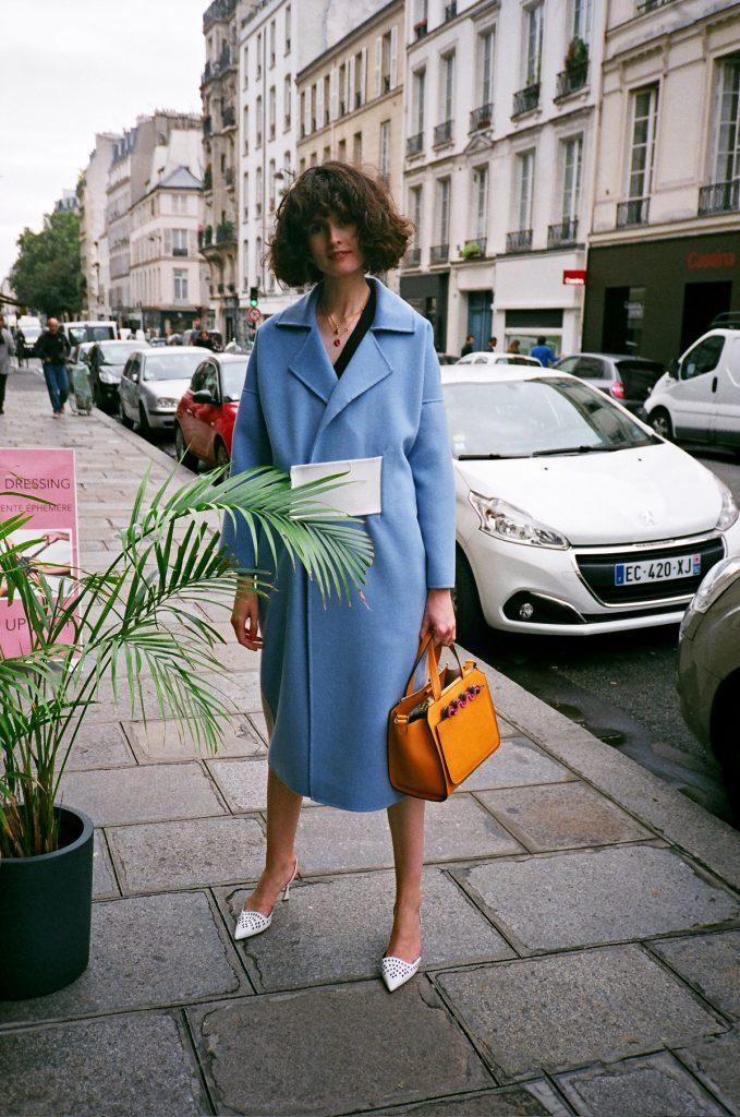 rejina pyo blue coat pfw street style chloe hill 1_1
